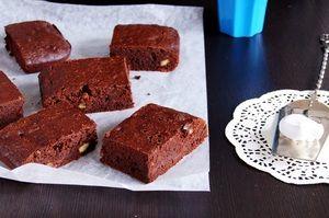 БРАУНИ ОТ ДЖЕЙМИ ОЛИВЕРА !  Знаменитый шоколадный десерт от знаменитого повара. Приготовить такое лакомство сможет абсолютно каждый, даже ребенок!  http://www.koolinar.ru/recipe/view/124120