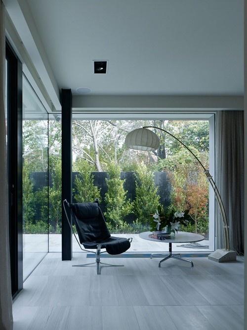 Mit Travertin Fliesen Können Sie Eine Moderne Fassade Verkleiden, Die  Terrasse Oder Den Boden Im Wohnzimmer Anlegen   Wir Zeigen Ihnen Beispiele  Für