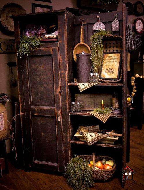Старые деревянные двери и оконные рамы