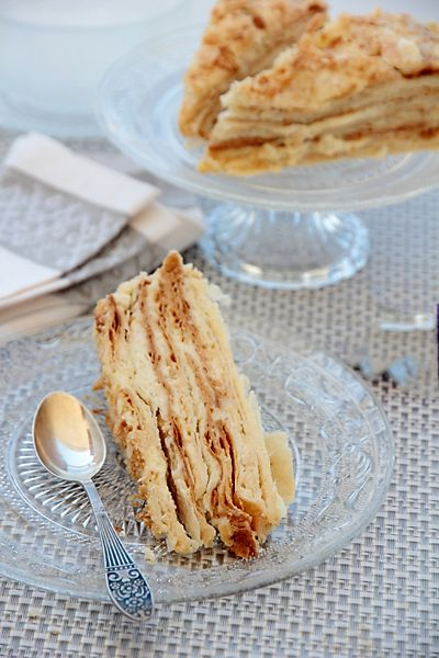 """<h5 dir=""""LTR"""">Еще один наш любимый семейный торт, без которого не обходился и не обходится ни один семейный праздник. Вы знаете этот торт под названием """"Наполеон"""" или """"Степка-Растрепка"""", но у нас в семье это всегда был и будет торт под названием """"Слойка бабы Лизы"""" в память о бабушкиной сестре, которая щедро дарила нам свою любовь и кормила своими замечательными тортами.</h5> <p dir=""""LTR""""><a href=""""..."""