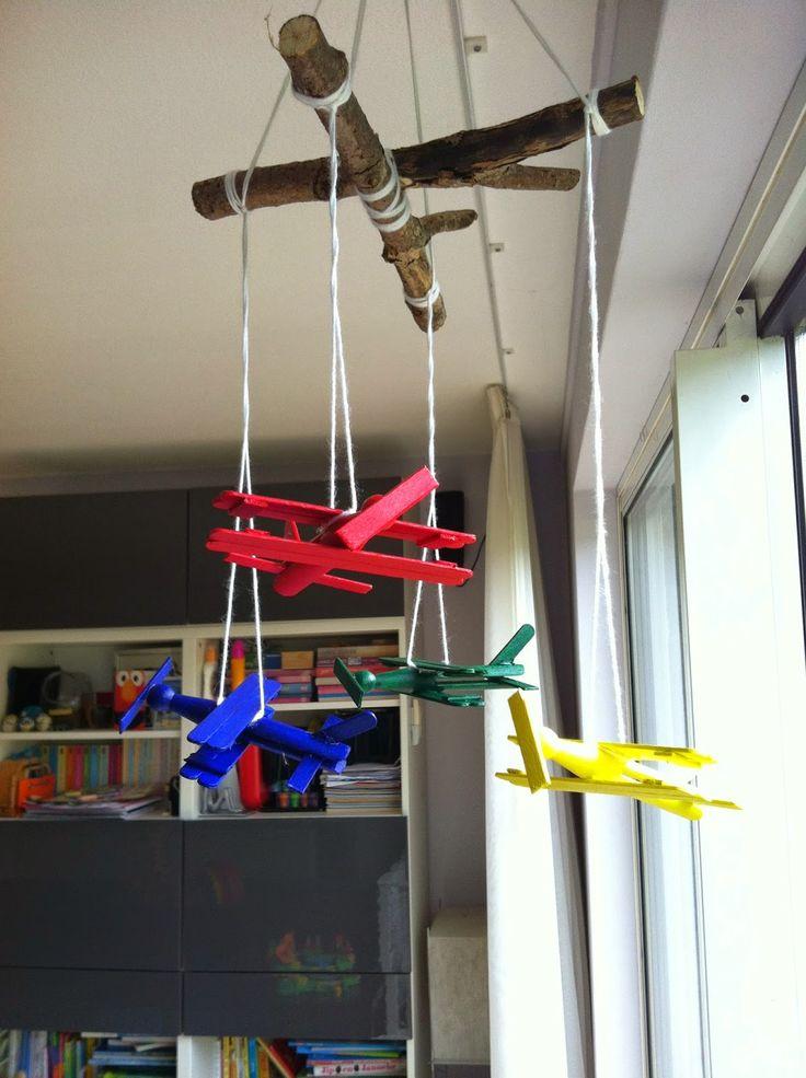 Vliegtuigjes mobiel om zelf te maken (+ uitgebreide foto werkbeschrijving)
