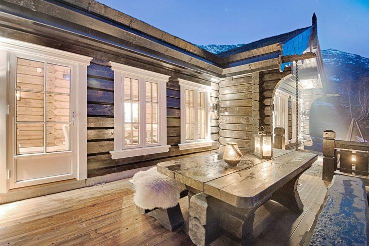 """FINN – RØLDAL: Nyoppført høystandard hytte i laft. Beliggende like ved den nye stolheisen med ekte """"ski In - Ski Out"""" og en fantastisk flott utsikt."""