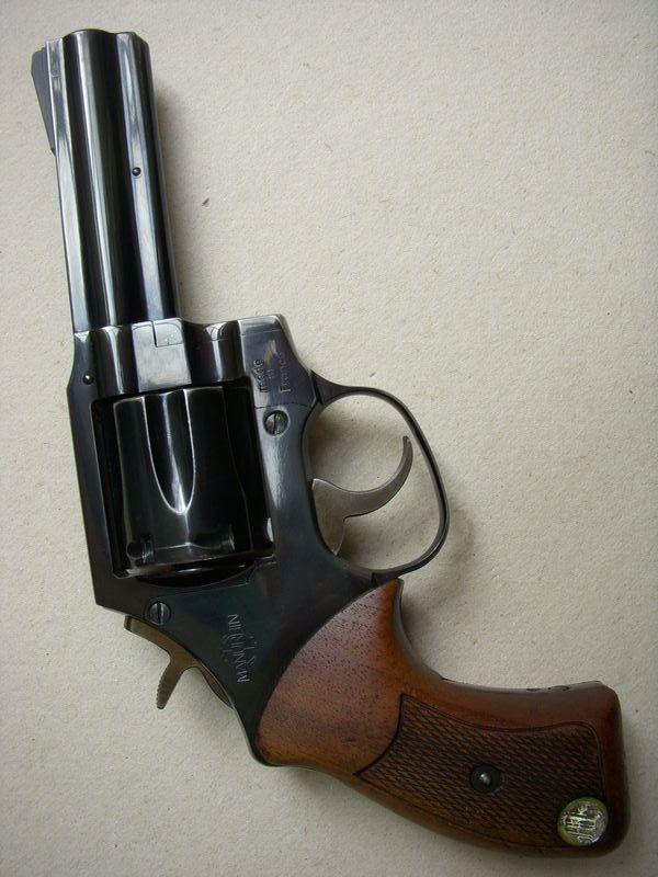 Manurhin MR73 / 357Magnum / 6 coups / Le Manurhin MR 73 est un revolver à simple ou double action français mis en production en 1973 et fabriqué initialement à Mulhouse par l'entreprise Manurhin. Il s'agissait alors du premier revolver construit en France depuis 1892.  Il a été développé pour répondre à la demande d'un revolver de la part de la Police nationale et de la Gendarmerie nationale française, notamment de leurs unités spéciales (RAID, GIGN et les GIPN).