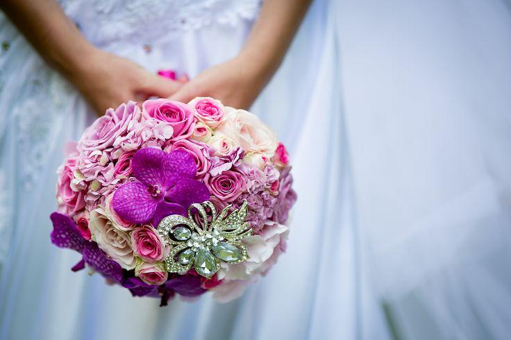 svatební kytice s broží