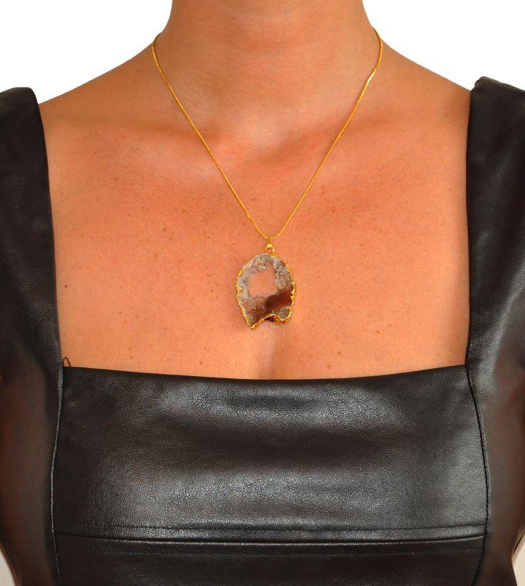doğal taşlı kolye. www.layersbydilara.com adresinde -i ler koleksiyonunda tüm özellikleriyle..