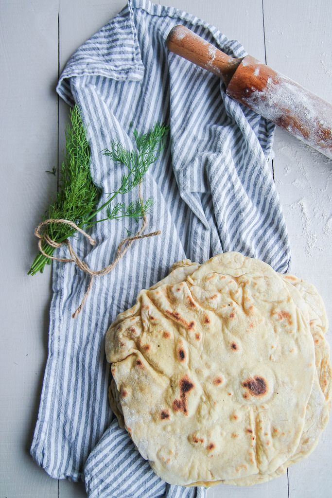 Aujourd'hui on va parler pain libanais et pas n'importe lequel, la chawarma. C'est le pain qui accompagne tous les mezze et que nous prenons toujours plaisir à la maison à déguster avec un bon houmous, une tartinade ou une salade, bref c'est un peu notre pain chouchou car en plus il est hyper rapide àContinue Reading