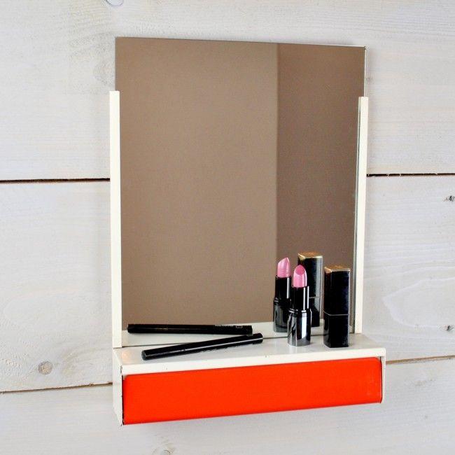 retro spiegel met kammenbakje