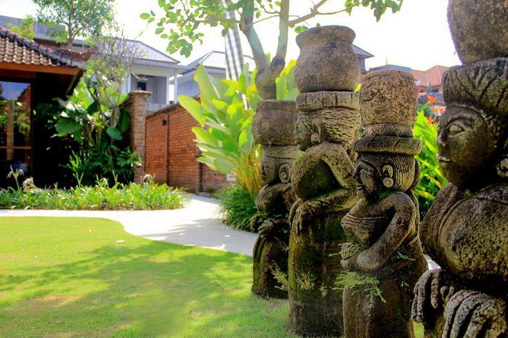 Tropical landscape design at Kampung Joglo Villa, Bali by Bali Landscape Company   #bali #landscape #landscaping #landscapedesign #gardendesign #tropical #tropicalgarden #gardenideas #landscapeideas