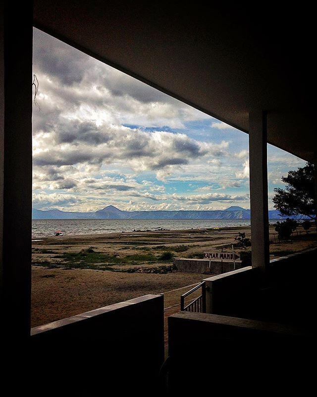 Through windows I am seeing you, mighty lake Toba! #wonderfulindonesia #laketoba #danautoba #lake #northsumatera #wanderlust #instatravel #instatrip #cloudy #sky #windows #indonesia #sumaterautara #indonesialocantik