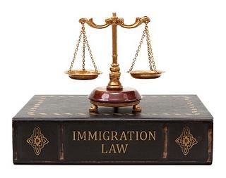 inmigracion abogados pueden hacer que el proceso de inmigración mucho más fácil y más rápido. Podrían responder a las preocupaciones, orientar y dar asistencia personal y profesional en todos los procedimientos de la ciudadanía de los Estados Unidos. El abogado de inmigración podría igualmente ayudar en la clasificación de las normas de inmigración y hacer el procedimiento mucho más sencillo de reconocer lo que tiene la capacidad de experimentar el procedimiento.