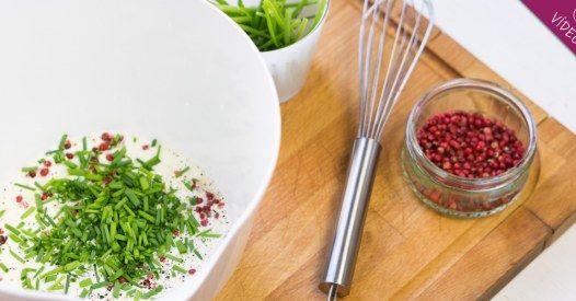 ¿Sabes cuántas posibilidades te ofrece la salsa de yogur casera? Puede ser el mejor condimento para tus ensaladas más especiales...