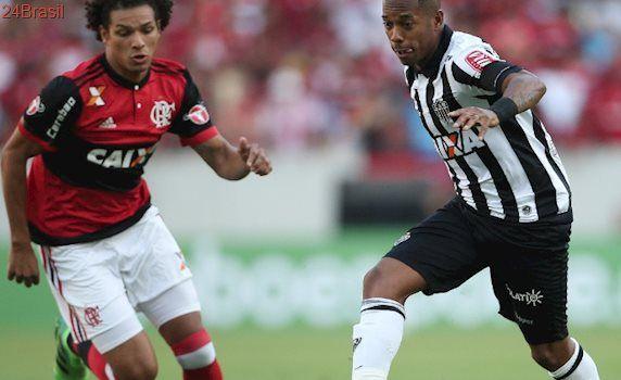 Futebol contra novas regras: Atletas protestam durante jogos do Brasileiro contra reformas trabalhistas