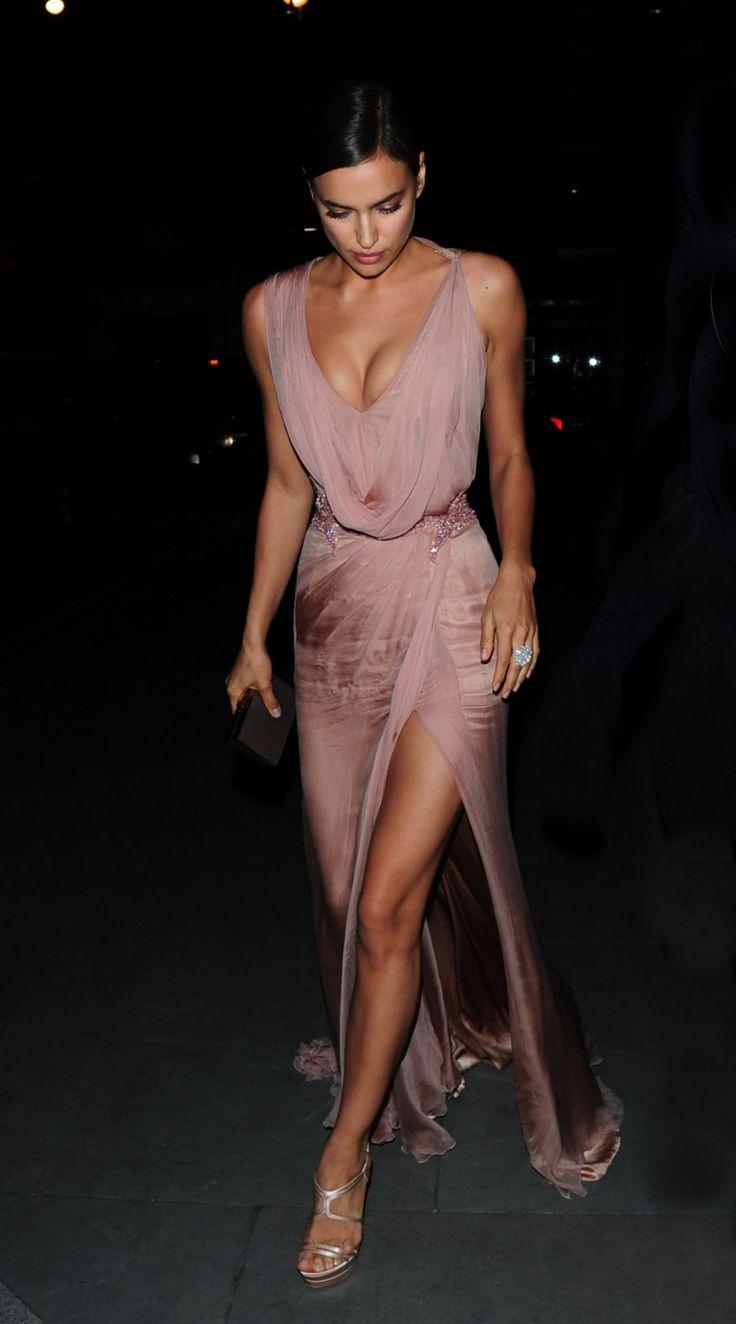 az-uki:  prettygirl-pics:  Irina Shayk - 2015/05Night Out In London  oh my gosh, her dress and everything is so amazing