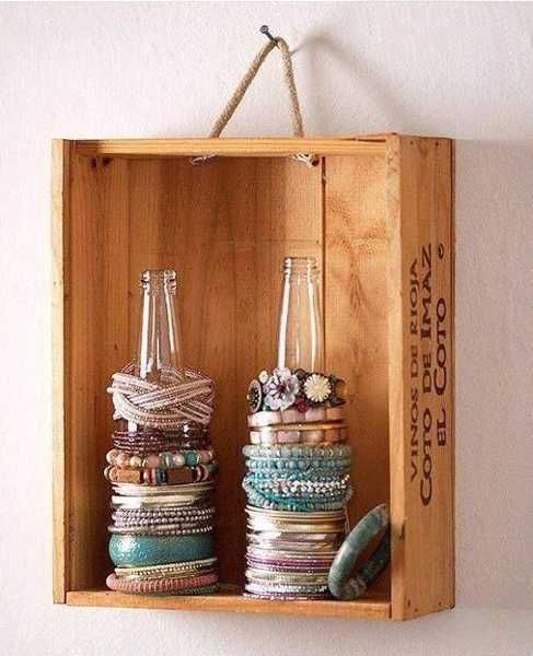 Rangement à bijoux vintage avec une caisse à vin  http://www.homelisty.com/rangement-bijoux/