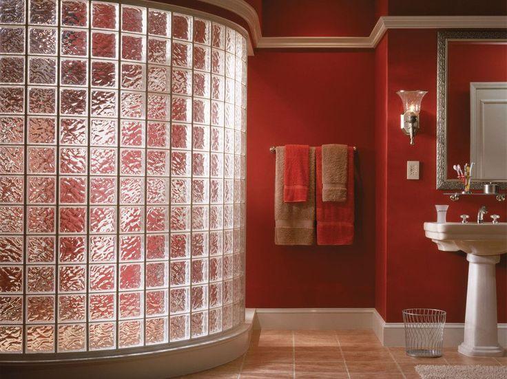 50+ идей стеклоблоков в интерьере http://happymodern.ru/steklobloki-v-novom-obraze/ Красный цвет в интерьере ванной комнаты