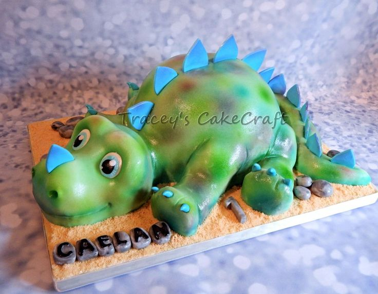 Cute baby dinosaur. Sculpted cake & rkt