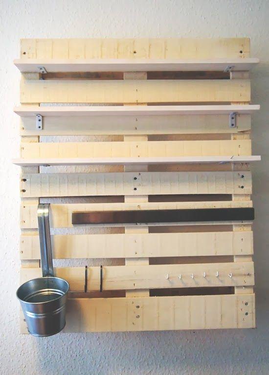 Vorstellung von Schön: Pallet DIY: Kitchen Shelf for Spices and Kitchenware