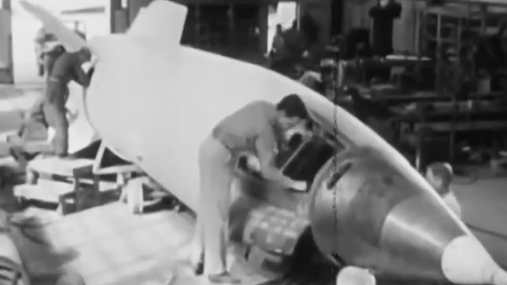 V-2 Rocket: Assembling and Launching 1947 US Army; White Sands Proving Ground https://www.youtube.com/watch?v=3xPKazi4WoI #rocket #missile #history