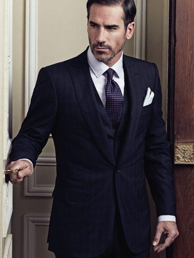 """A deux reprises, le roi du Maroc Hassan II est élu """"l'homme le plus élégant du monde"""" en Italie.  """"C'est grâce à vous, Smalto"""" dit-il un jour au couturier. """"Majesté, mes vêtements n'ont pas le même effet selon qui les porte"""" lui répond Francesco Smalto. """"Alors, c'est grâce à nous deux."""" Répond le roi. Oui, la véritable élégance n'est jamais tapageuse, elle est autant affaire d'état d'esprit et de comportement que de vêtements. Et vous ? Quelle est votre définition de l'élégance ?"""