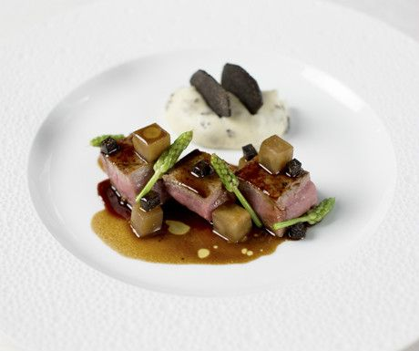 8 ½ Otto e Mezzo Bombana,  #HongKong, has earned three Michelin stars - the only italian restaurant outside of Italy to be awarded such an honor