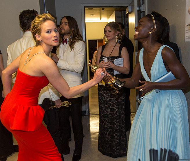 Jennifer Lawrence Steals Lupita Nyongo's Oscar - ELLE