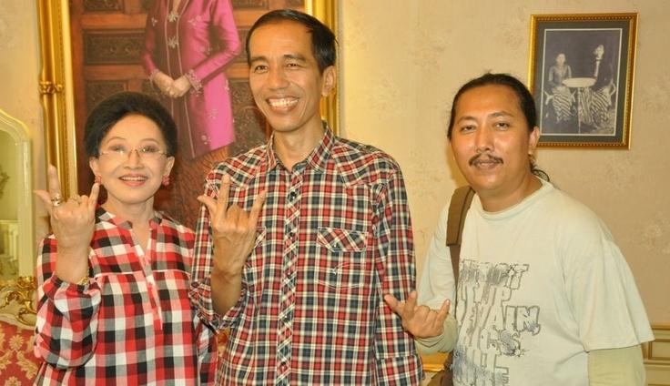 Ibu Mooryati Soedibyo, Pak Jokowi, me << salam Metal (Menang Total) :)