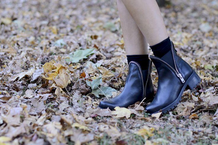 Black boots! #style #streetstyle #shoes #stivaletti #bikerboots #fashion #trends #pursesandi #lauracomolli