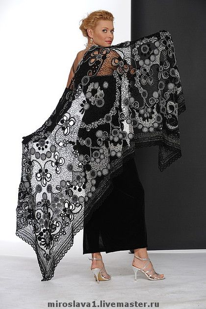 Miroslava Gorohovich - outstanding crochet art - freeform crochet lace, Irish crochet ... don't know what to call it but it's beautiful!