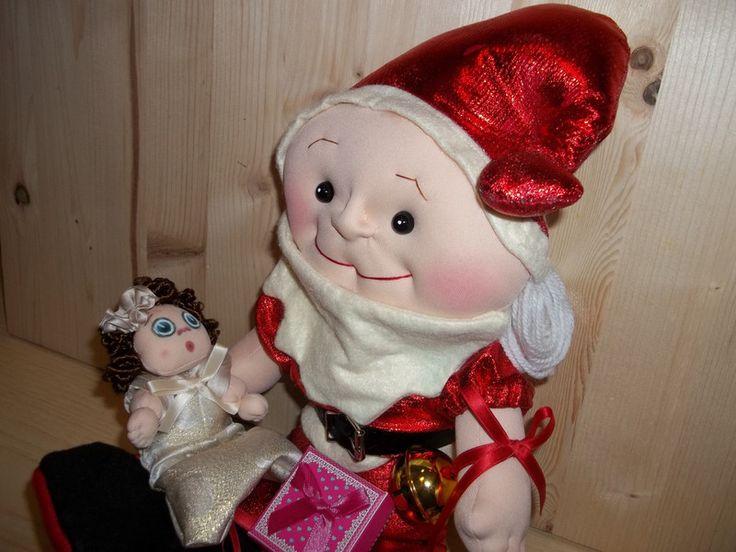 Decorazione - Babbo Natale Piccolo Bimbo a mano scolpiti ad ago - un prodotto unico di Rossella-Usai su DaWanda