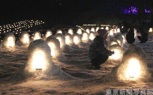 栃木県版。日光市の「湯西川温泉かまくら祭」が1週間遅れで始まりました。かやぶきの古民家が並ぶ「平家の里」に作られたかまくらや、約600個のミニかまくらがあり、観光客でにぎわいます。