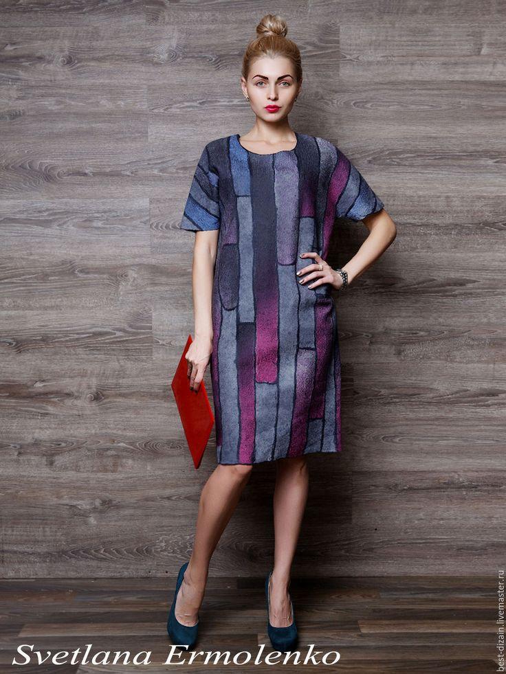 Купить или заказать Валяное платье 'Тиффани' в интернет-магазине на Ярмарке Мастеров. Платье выполнено в технике нуно-фелтинг. Натуральный шелк ручного крашения с двух сторон и совсем немного шерсти мериноса. Легкое, комфортное. Платье на каждый день и идеально для офиса. Прямой силуэт. Можно носить с поясом. Длина 98 см. Рост модели 174 см. Модель имеет 42 размер. Платье велико модели. Платье на 46-48 р…