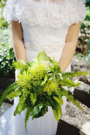 Vintage Botanical Garden Bridal Bouquet (Chris Wojdak Photography) #wedding #gardenwedding #vintagewedding #botanicalgarden #greenhousewedding #bridalbouquet