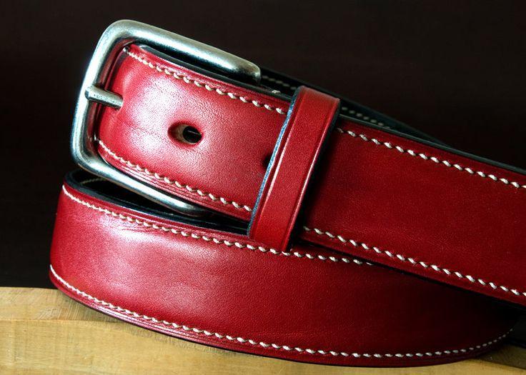Cinturón de cuero cosido de mano