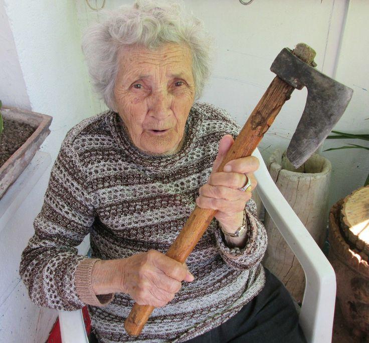 이베이(ebay)의 스타로 떠오른 불가리아의 94세 할머니(사진)