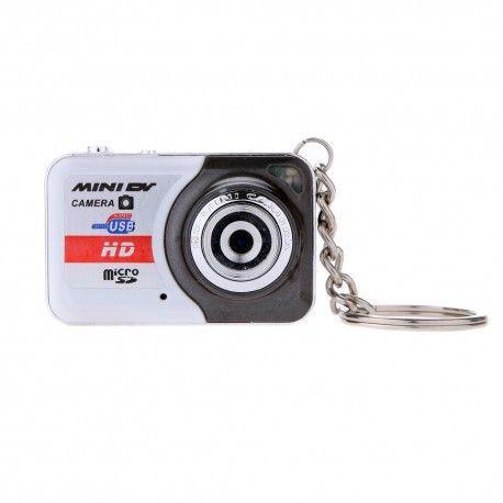 Le X6 i s est une caméra ultra miniature que vous pouvez attacher à votre porte-clés!  La caméra X6 prend en charge une carte micro sd externe jusqu'à 32 Go
