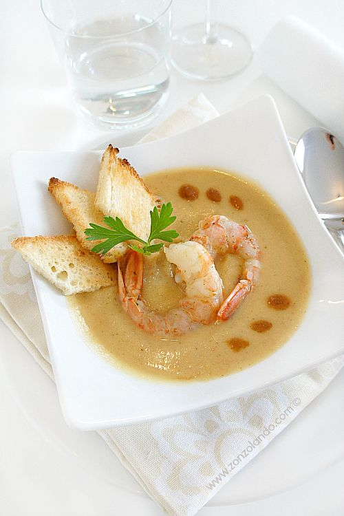 Crema vellutata di ceci e gamberi ricetta primo con crostacei bisque - chickpea and prawn soup recipe