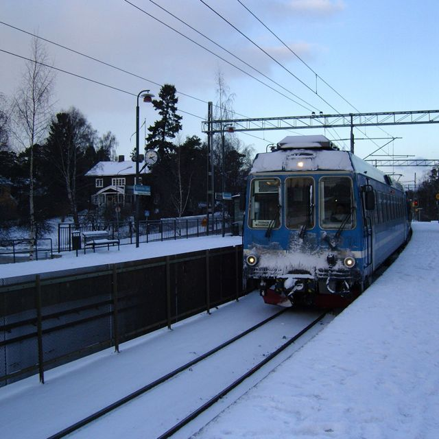 Winter in Djursholm. Like a postcard from the 60s :) but i hate waiting for the train!