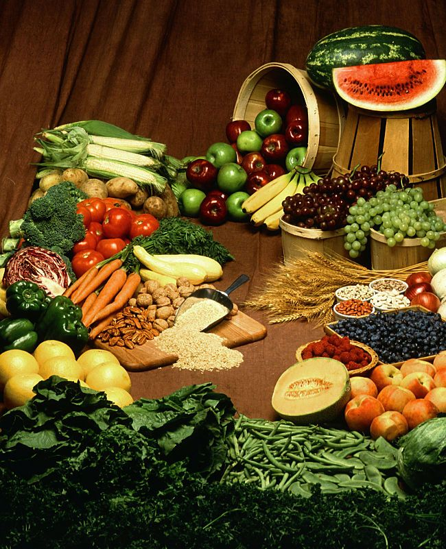 Many fresh foods have good levels of natural dietary fiber. Learn how much you need and what foods to eat to get adequate fiber in your diet.