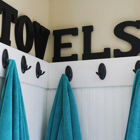 Create a space for guests to hang their towels, sweaters and other items. The Command Double Hook works great for towels! Follow this link for instructions for this cute project.: Boys Bathroom, Decor Ideas, Guest Kids Bathroom, Guest Bathroom, Towels Hooks, Towels Racks, Hot Tubs, Guest Rooms, Guest Towels