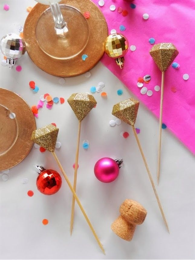 Jazz up your drinks or food with a little gold glitter + gem-shaped reusable ice cubes.