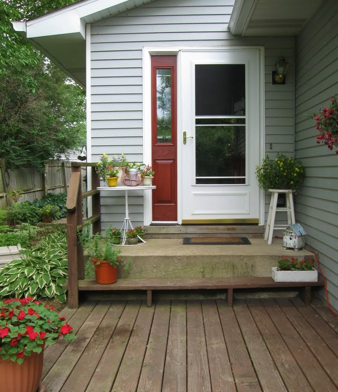17 best images about front porch decorating on pinterest for Small house deck designs