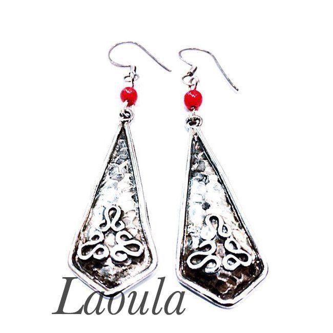 Boucles d'oreilles ethniques en argent martelés en agate rouge 256825.