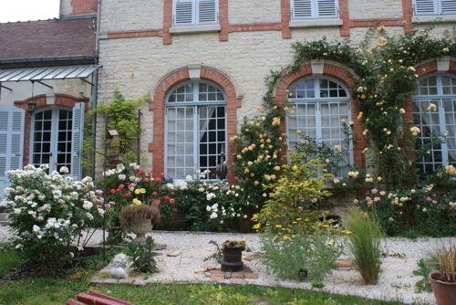 La Roseraie - Chambres D'Hotes à Essoyes village de Pierre Auguste RENOIR,