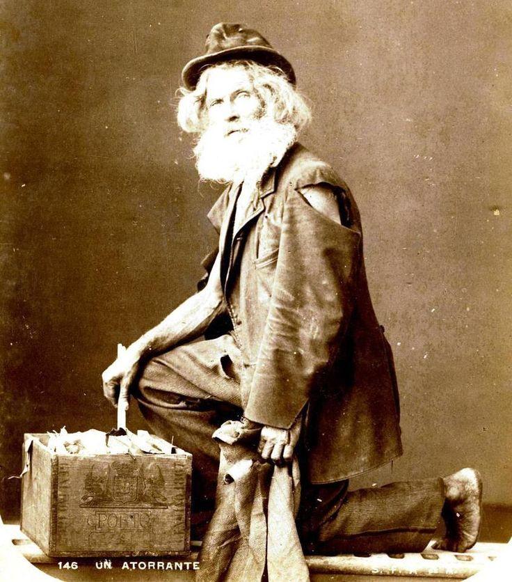1890's Buenos Aires, un indigente, (un atorrante SIC)