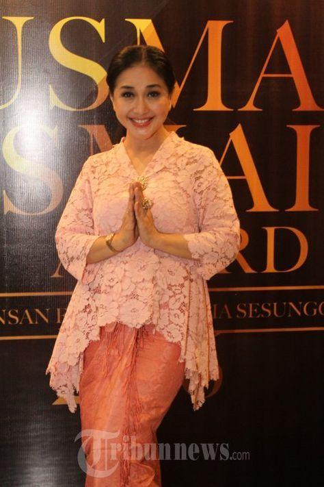 PARAMITHA RUSADI - Paramitha Rusady, hadir pada acara peluncuran Usmar Ismail Awards 2016, yang merupakan ajang pemberian penghargaan insan perfilman Indonesia, di Gedung Pusat Perfilman Haji Usmar Ismai l, Kuningan, Jakarta Selatan, Jumat (15/1/2015). Acara yang digelar Yayasan Pusat Perfilman Haji Usmar Ismail, bekerjasama dengan Forum Pewarta Film ini akan digelar pada April mendatang. WARTA KOTA/NUR ICHSAN