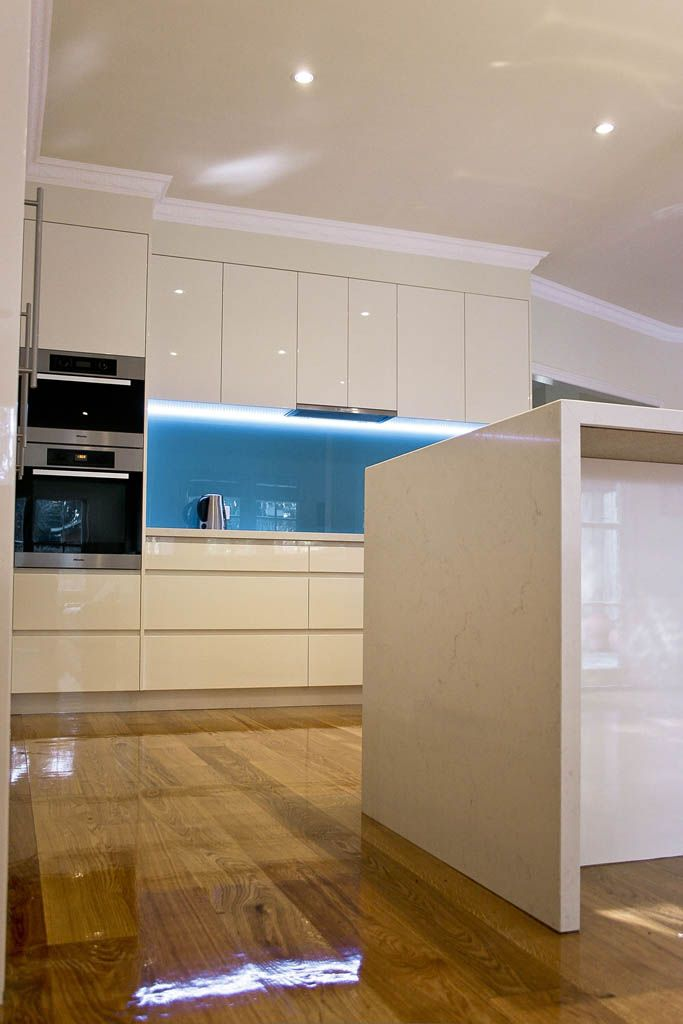 Frosty Carrina Caesarstone benchtop and finger pull drawers