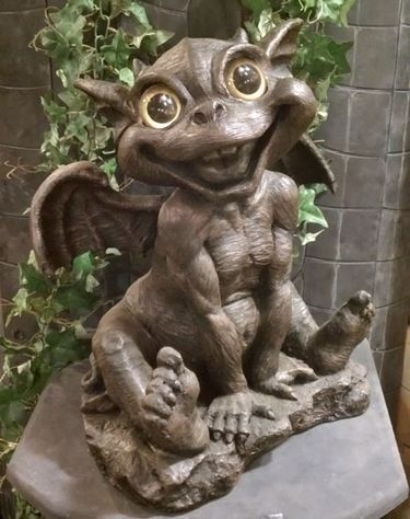 40 best images about gargoyles on pinterest gardens for Gargoyle decor