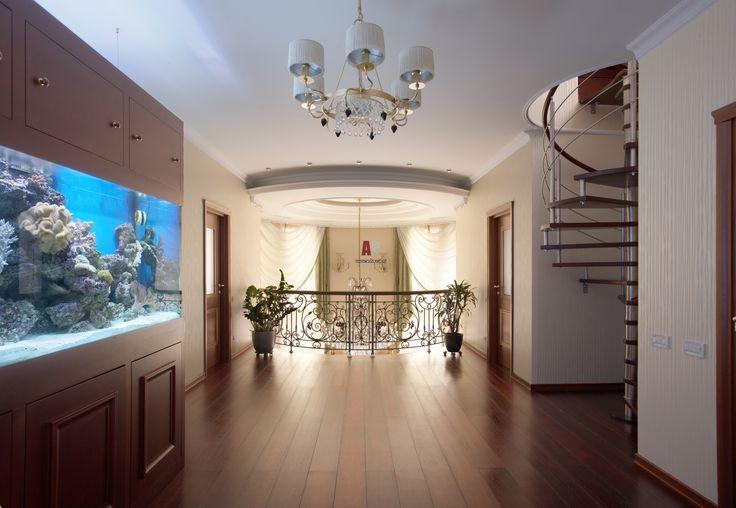 Фото интерьера лестницы дома в стиле неоклассика