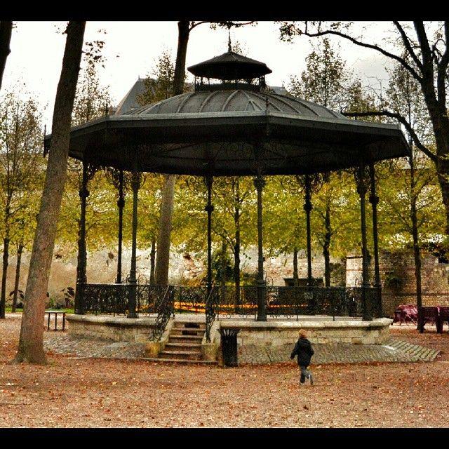 Carrousel Jardin de l'archevêché à #Bourges via @paco_rouen