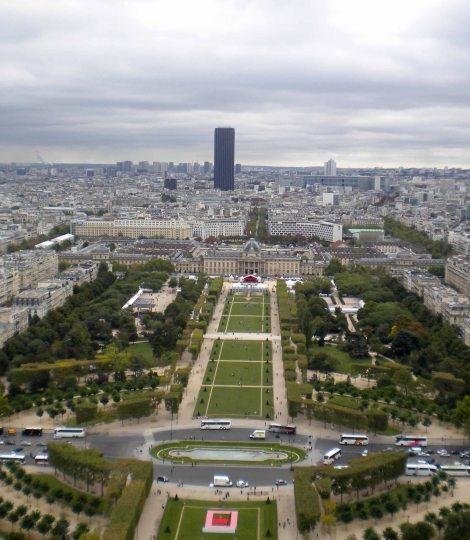 Los Campos de Marte y la Torre Montparnasse desde la Torre Eiffel de París